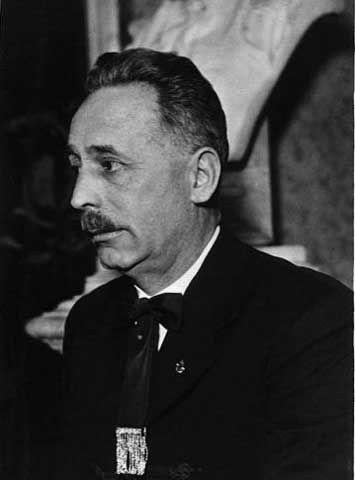 Scriitorul anti-Semit Nyiro Jozsef, cel care se bucură de un adevărat cult al personalității în România.