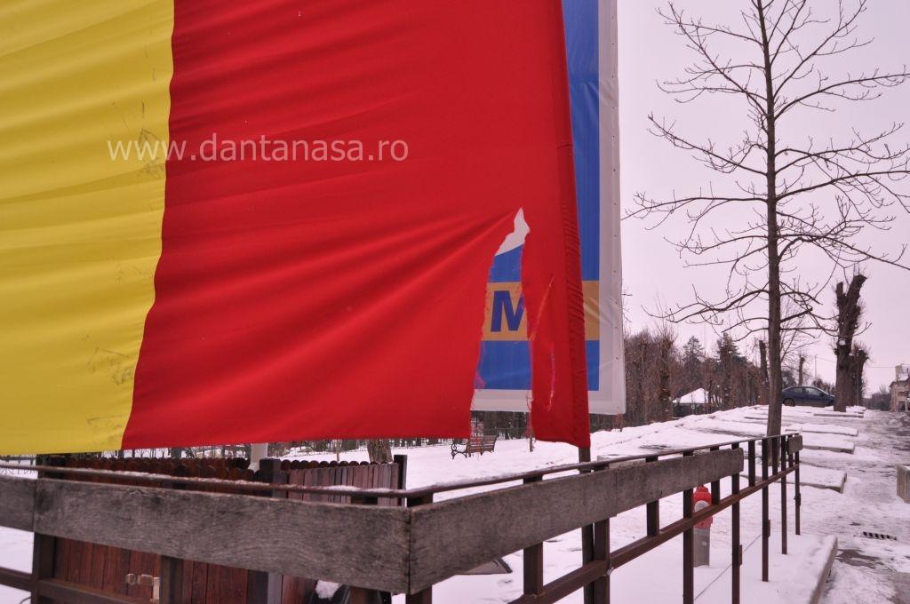 drapelul româniei vandalizat la sfântu gheorghe