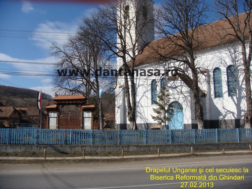 Biserica Reformata Ghindari Mures drapelul Ungariei steagul secuiesc