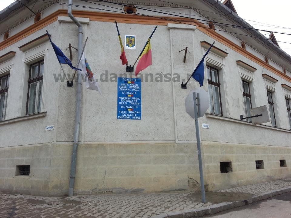 Primaria Covasna fara steag secuiesc dat jos