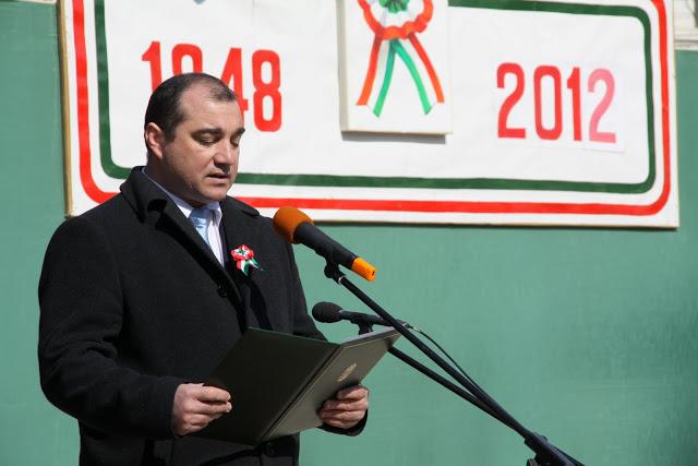 Primarul UDMR din Cristuru Secuiesc, Rafai Emil, îi discriminează pe români