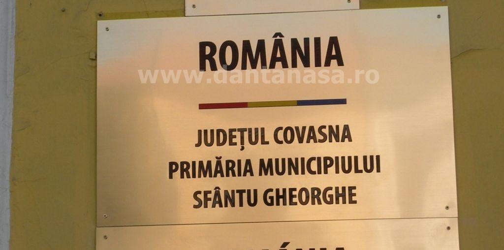 Primarul Sfantu Gheorghe Antal Arpad UDMR placa denumire drapelul romaniei gresit