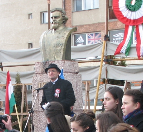 15 martie 2013. Primarul UDMR Raduly Robert participă la ceremoniile publice fără eșarfa tricoloră (Fota: Kovács Csaba P., erdely.ma)
