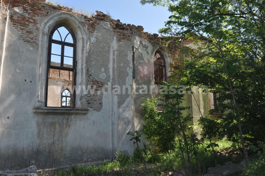 Biserica germana Malcoci Tulcea dreapta fereastra (2)