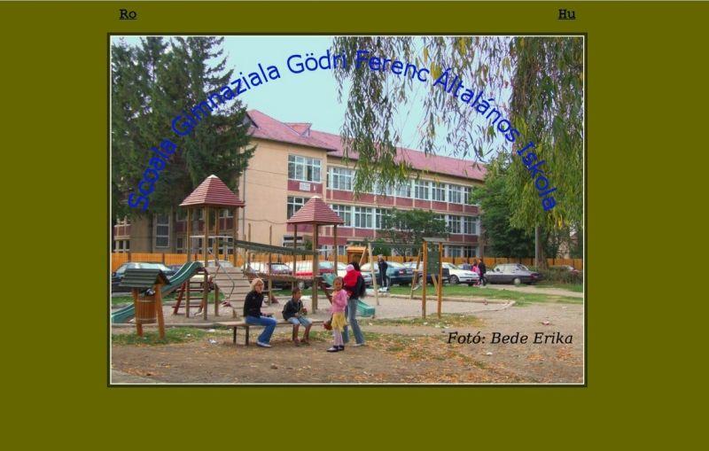 După sesizarea mea adresată CNCD conducerea școlii și-a amintit că școala este în România și a realizat și o versiune în limba română a paginii