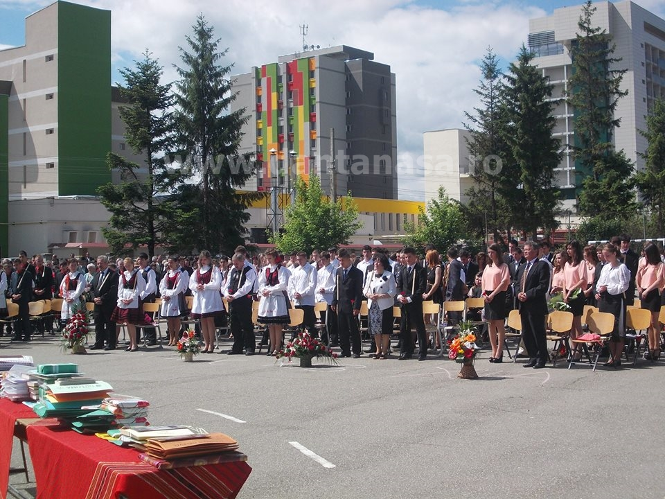 Ceremonie sfarsit de an Liceul Korosi Csoma Sandor Covasna slujba catolica
