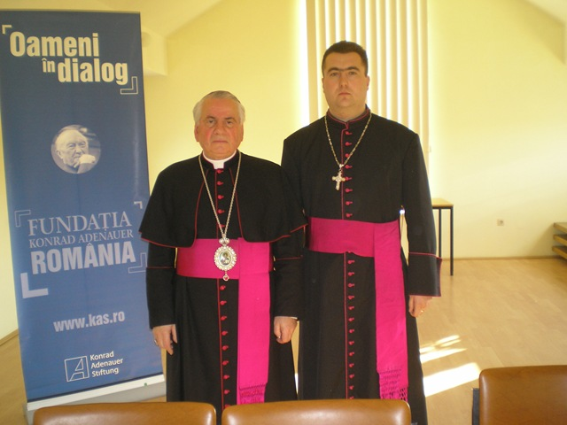 Preotul Vasiloni Trandafir Florin, în dreapta (FOTO: bru.ro)