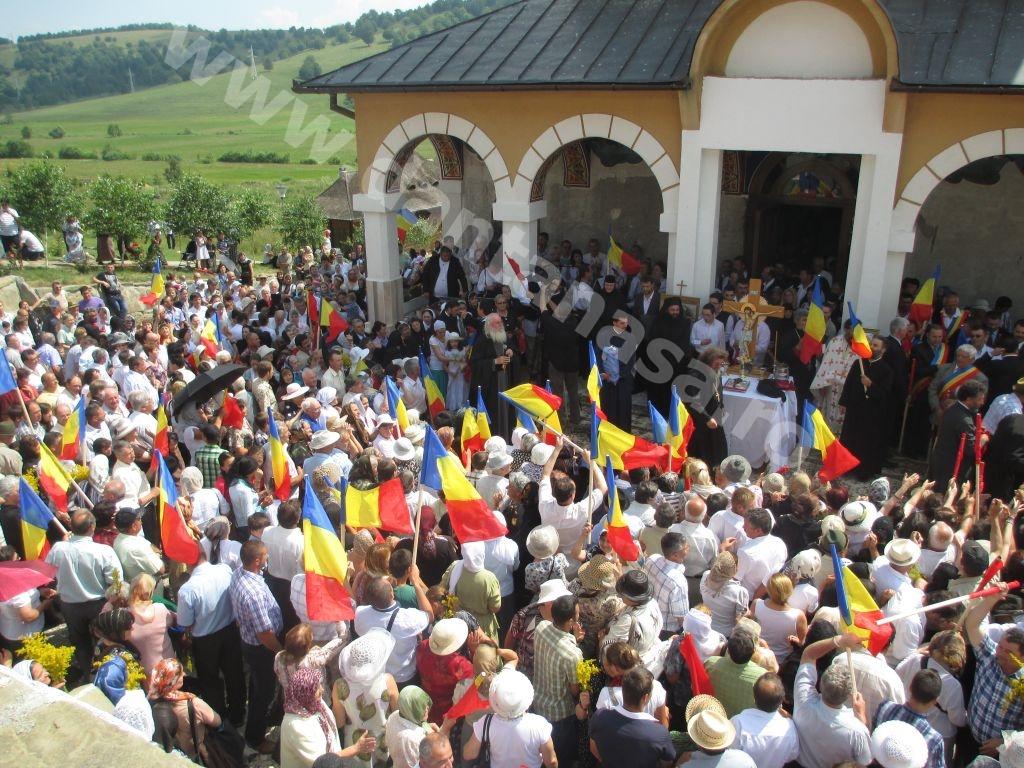 IPS Ioan Selejan în mijlocul românilor la hramul Mănăstirii Valea Mare, jud. Covasna