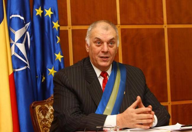 """Prefectul Corneliu Grosu este garantul amplasării inscripțiilor """"Kozseghaza"""" și a arborării steagului secuiesc pe fațada primăriilor din Mureș"""