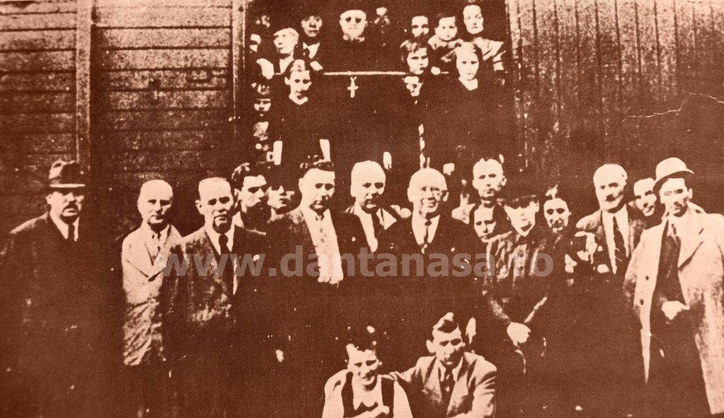Septembrie 1940. Intelectuali români din județul Bihor epulzați din țara lor de ungurii ocupanți