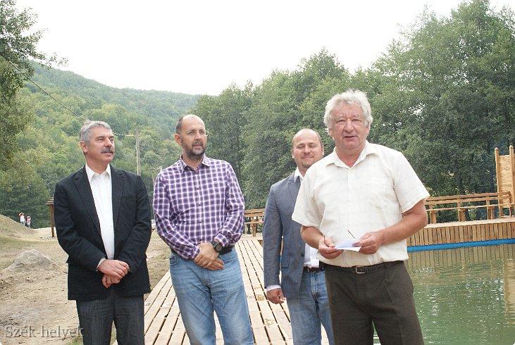 Primarul Bölöni Dávid, în prim plan, alături de președintele UDMR Kelemen Hunor (FOTO: szek-helyek.ro)