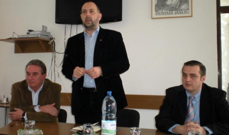 Dézsi Attila, în dreapta, alături de președintele UDMR, Kelemen Hunor (FOTO: nyugatijelen.com)