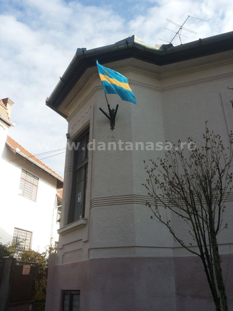 22.11.2013. Steagurile PPMT au fost îndepărtate, nu și așa-zisul steag secuiesc.