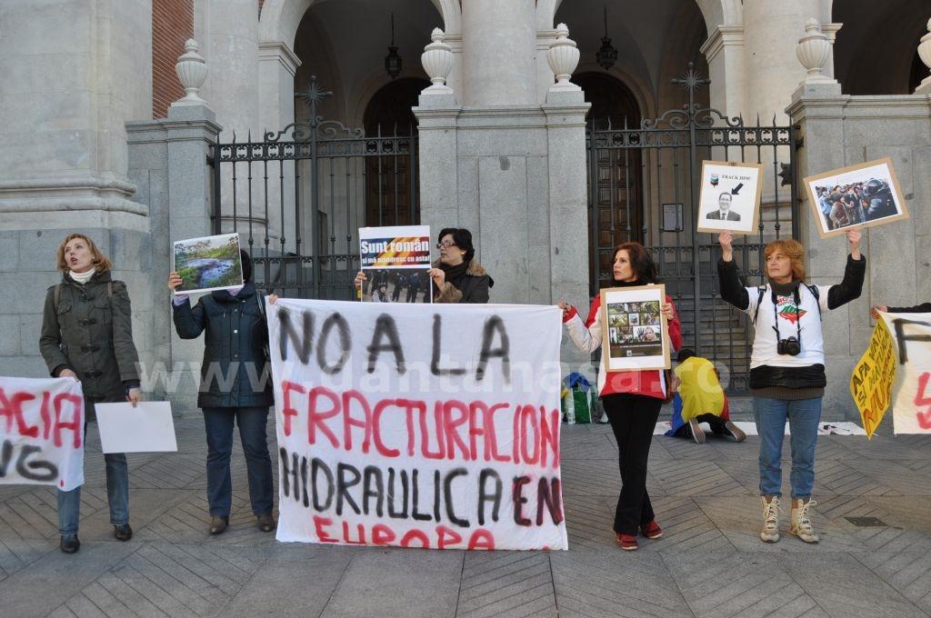Protest Ambasada SUA Madrid solidaritate Pungesti go home Chevron 29 decembrie 2013 1