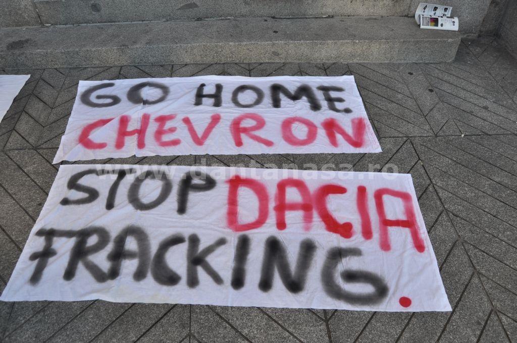 29 decembrie. Activiștii români au protestat în fața Ambasadei SUA din Madrid