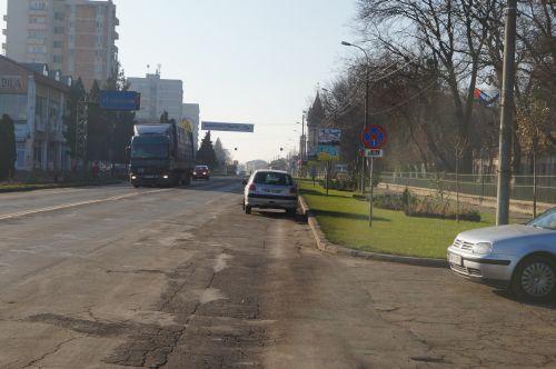 1 decembrie 2013. Centrul municipiului Carei fără drapelul României (FOTO: buletindecarei.ro)