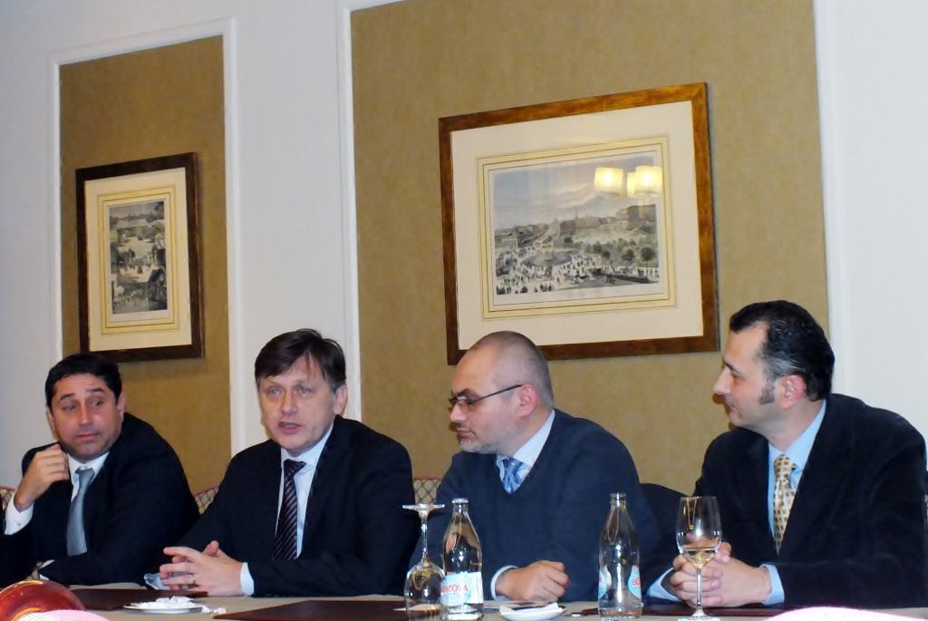 Gelu Vlașin, alături de președintele PNL Crin Antonescu și ministrul Cristian David.