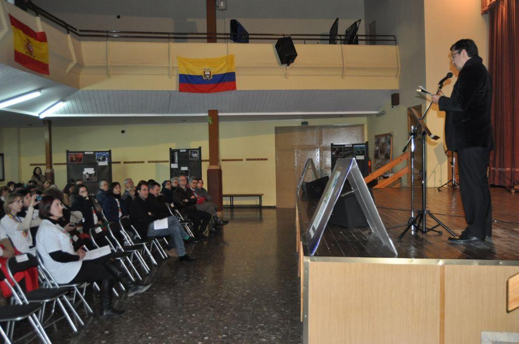 Domnului Gabriel Monge Fierro, Consul al Republicii Ecuador în Spania vorbește celor prezenți despre dezastrul ecologic cauzat de Chevron în Ecuador (FOTO: Dan Tanasă)