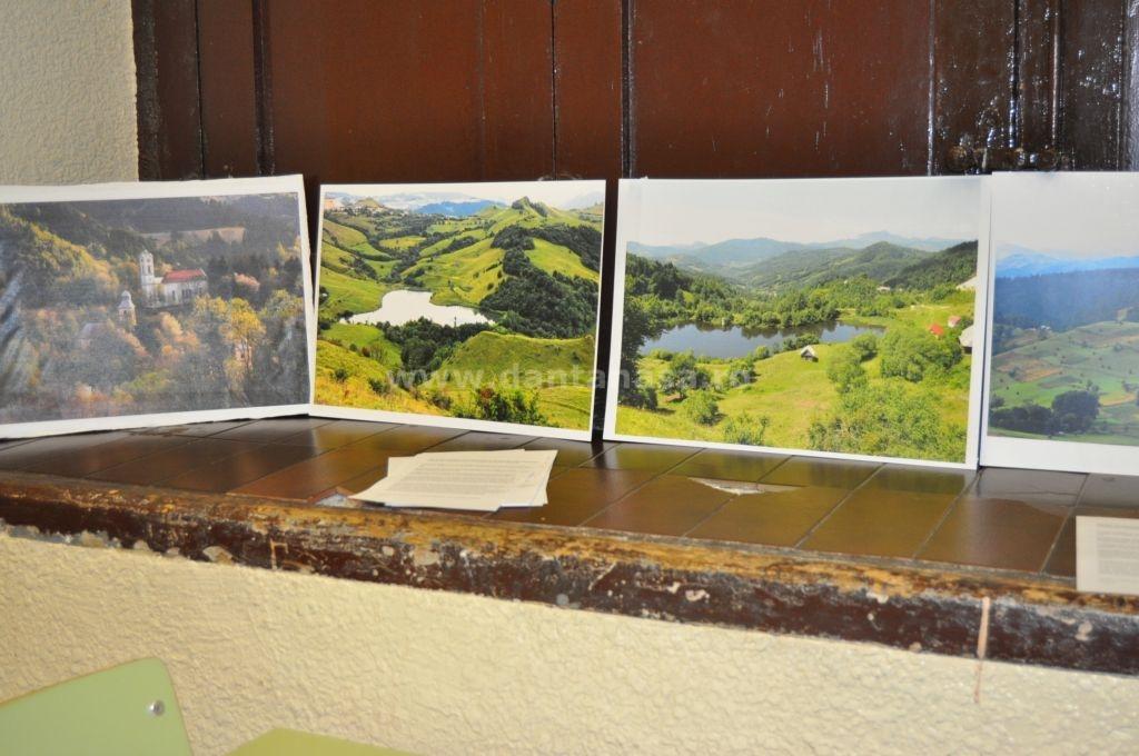 Pe parcursul dezbaterilor au fost expuse fotografii despre zona Roșia Montană, Roșia Poieni și Certej (FOTO: Dan Tanasă)