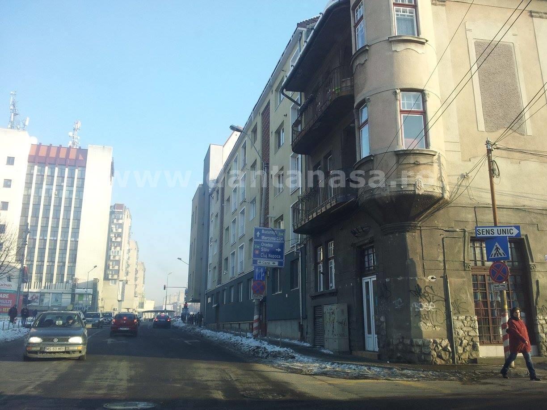 Sediul PCM din Târgu Mureș, fără steagul secuiesc (în dreapta)