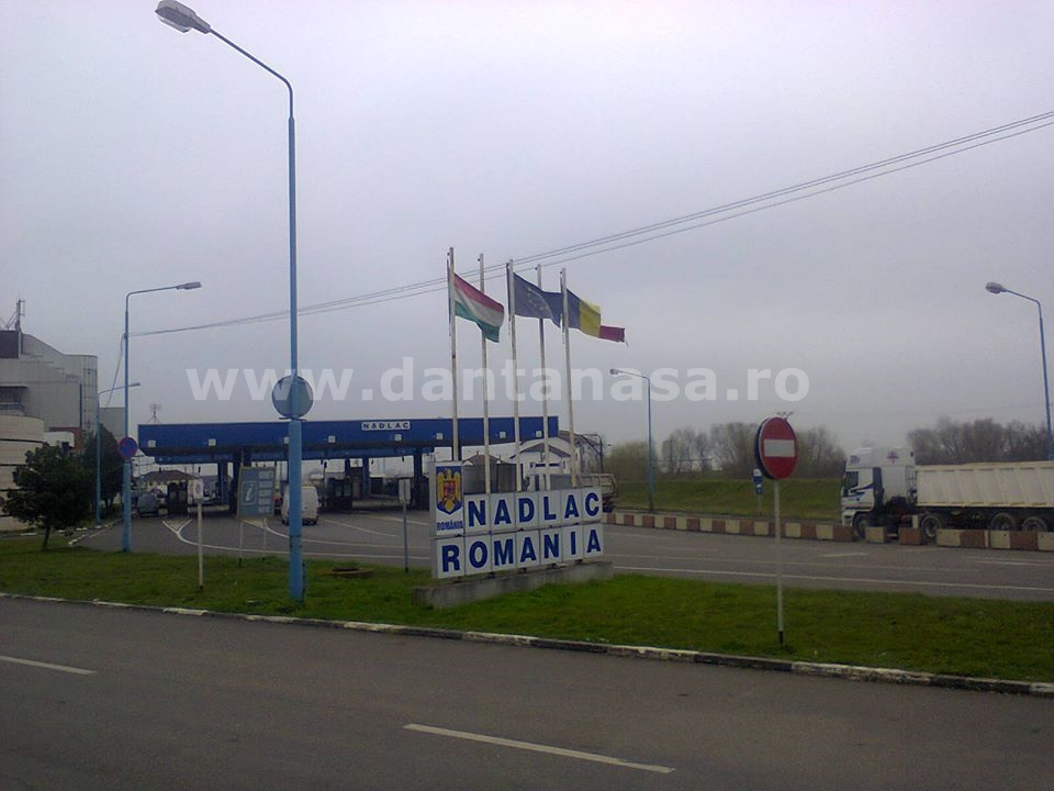drapel Romania distrus vama nadlac martie 2014