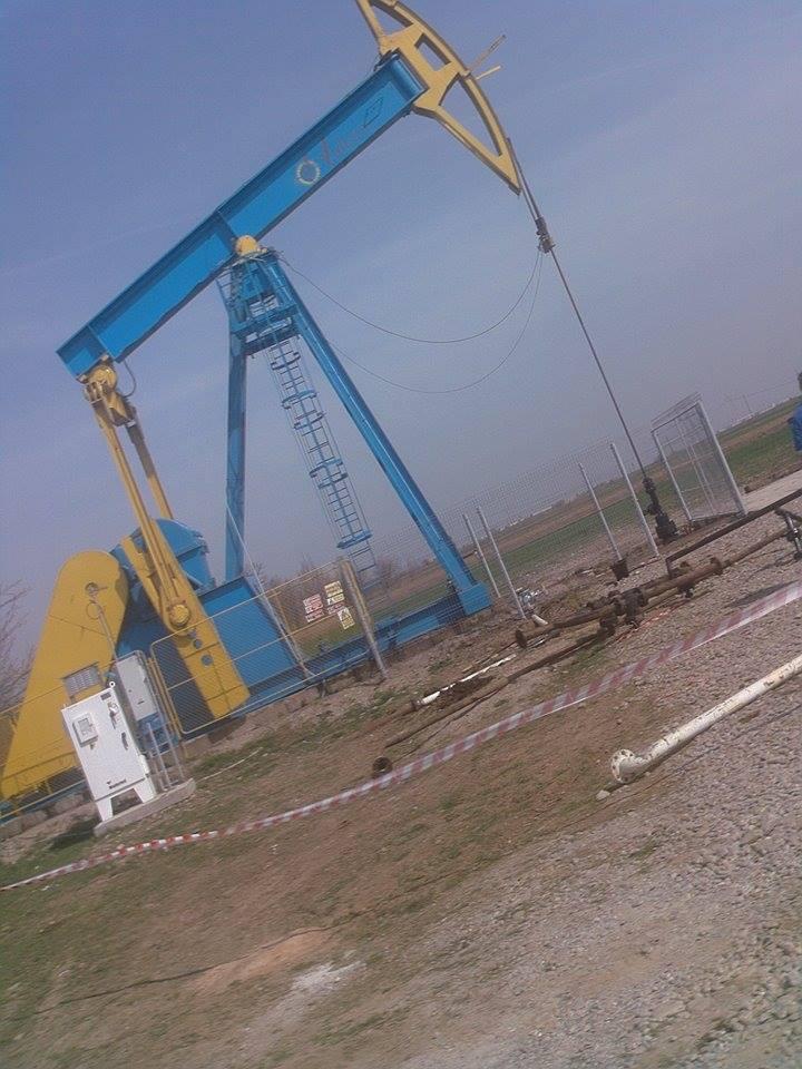 După tragedie OMV-Petrom a împrejmuit cu gard sonda lâgă care a murit Marian (FOTO: facebook.com)