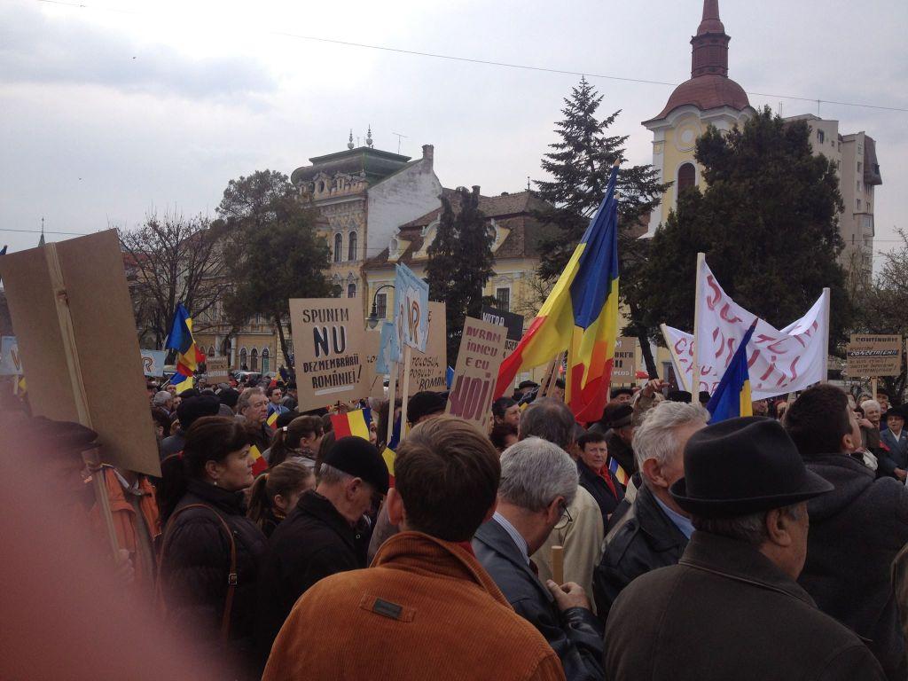 19 martie 2014. Românii din Târgu Mureș și-au exprimat solidaritatea cu românii din Covasna și Harghita și nemulțumirea față de pretențiile aberante ale UDMR