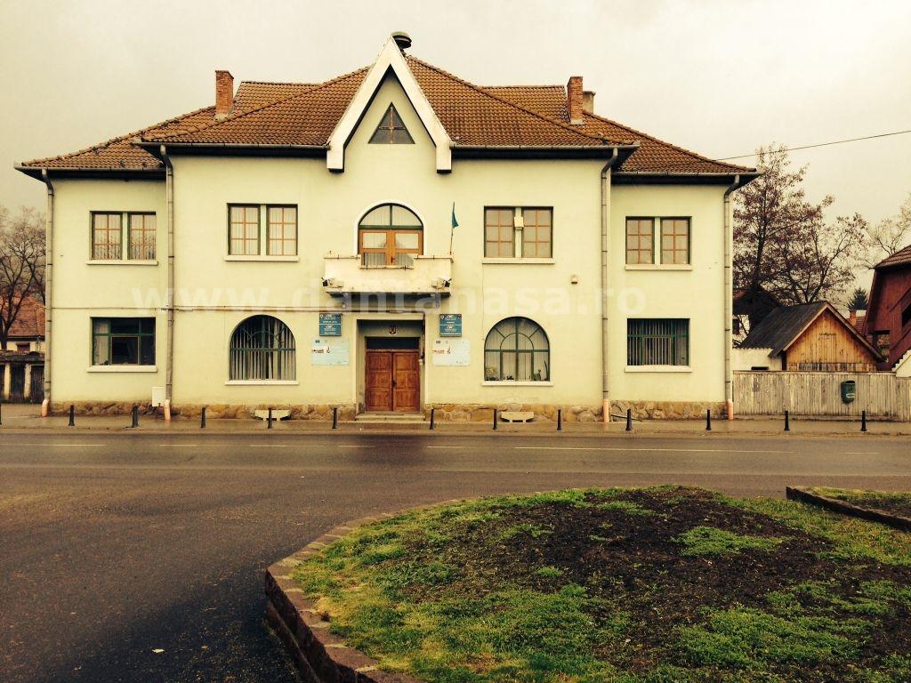 Pe sediul Primăriei Brețcu este arborat un singur însemn oficial: steagul secuiesc.