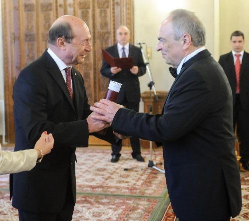 Basescu-si-Liiceanu-decorat-2014