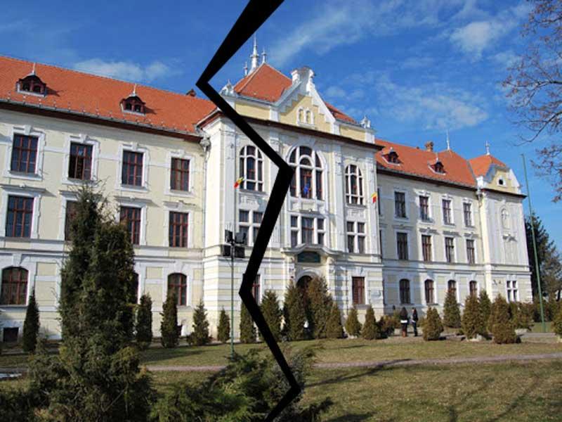 Clădirea Colegiului Unirea cu a aparținut niciodată Bisericii Romano-Catolice (FOTO: tirgumureseanul.ro)