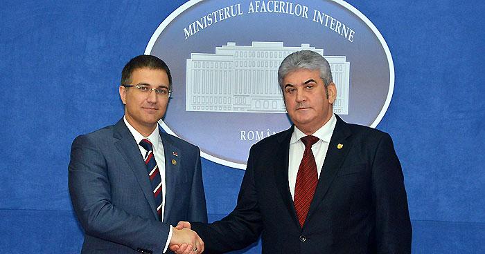 Ministrul Afacerilor Interne, Gabriel Oprea, și omologul său sârb, Nebojsa Stefanovic (FOTO: mai.gov.ro)