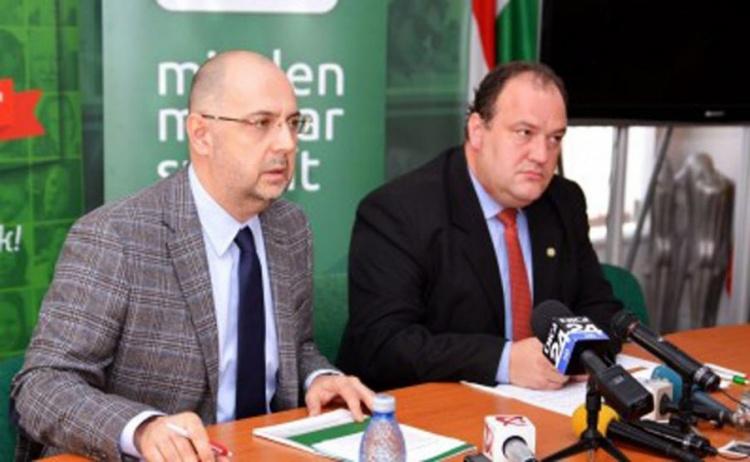 Kelemen Hunor, preșeintele UDMR, și Biro Zsolt, președintele PCM, au semnat un acord de colaborare în martie a.c. (FOTO: nyugatijelen.com)