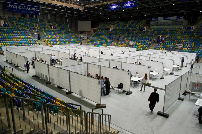 Secție de votare cu 69 de cabine de vot organizată în Frankfurt (FOTO: fnp.de)