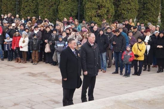 1 decembrie 2014, Carei. Primarul Kovacs Jeno participă la manifestprile de Ziua Națională fără eșarfa triciloră (FOTO: Buletin de Carei)