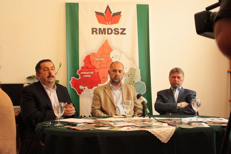 Bunta Levente, primarul din Odorheiul Secuiesc, alături de președintele UDMR Kelemen Hunor și senatorul UDMR Verestoy Attila (FOTO: rmdsz.ro)