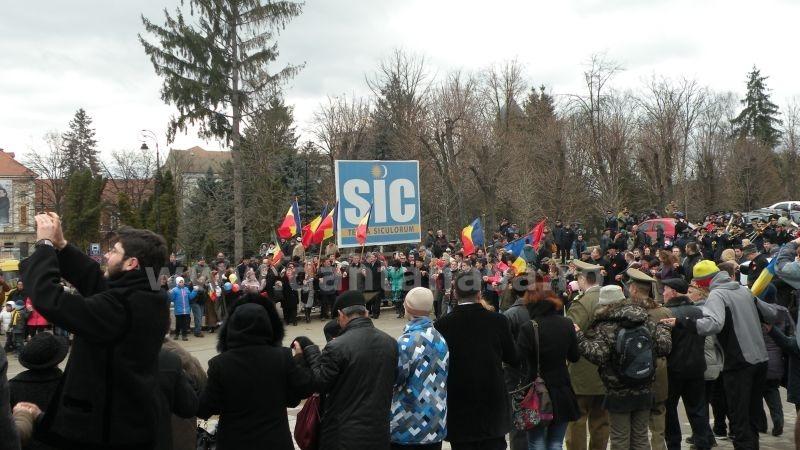 24 ianuarie 2015, Sfântu Gheorghe. Panoul instalat de UDMR în fața Prefecturii Covasna nu a fost îndepărtat, așa cum a solicitat comunitatea românească.
