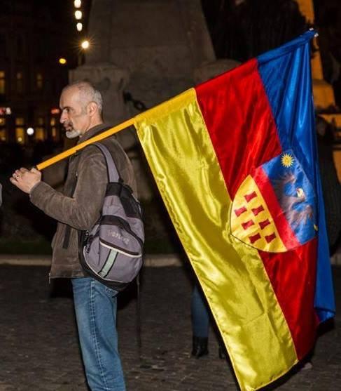 Un maghiar mândru de steagul Transilvaniei din care români lipsesc (FOTO: facebook.com)