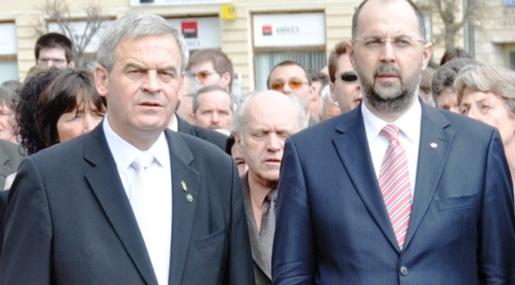 "Europarlamentarul româno-ungar Laszlo Tokes, ""extremistul radical"", și parlamentarul român Kelemen Hunor, președinte UDMR, ""extremistul moderat"" (FOTO: erdely.ma)"