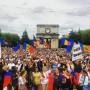 zeci-de-mii-de-oameni-au-participat-la-marsul-unirii-de-la-chisinau-de-pe-16-mai-2015