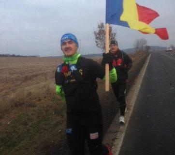 un-ultramaratonist-cu-handicap-a-alergat-35-de-km-cu-tricolorul-pentru-a-ajunge-la-aba-iulia-419801