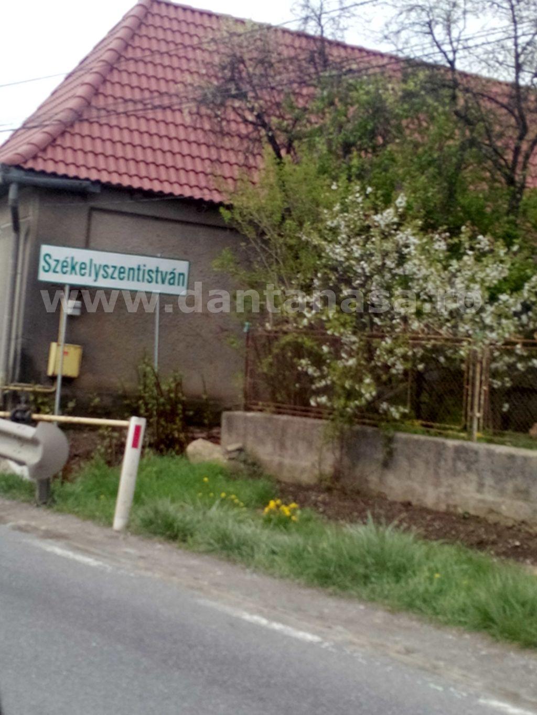 Indicator ce marchează intrarea în satul Ștefănești, județul Mureș.